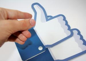 Facebook : robots et faux comptes